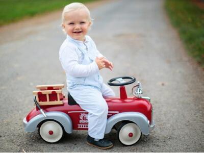 baghera sparkbil speedster röd köra utomhus